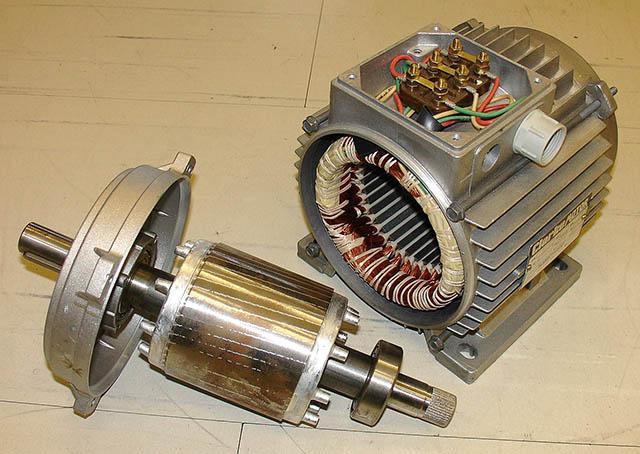 Motor com freios