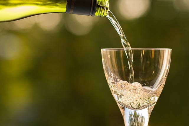 Servindo o vinho