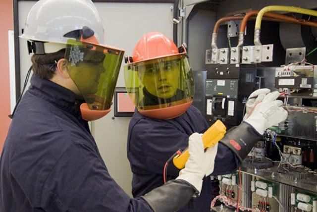 Quais riscos envolvendo o trabalho com eletricidade?