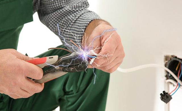 Causas Diretas de Acidentes com Eletricidade