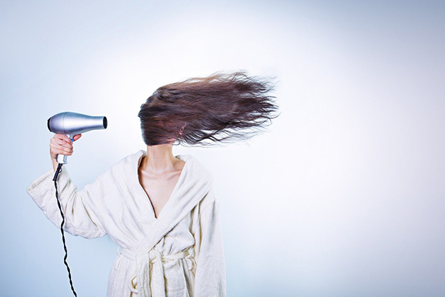 10 benefícios dos óleos essenciais para os cabelos