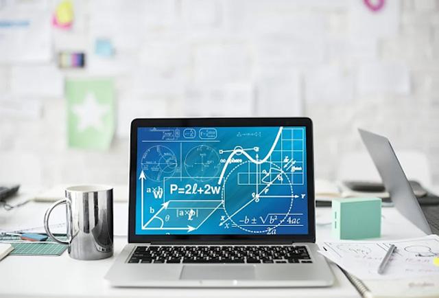 As vantagens de fazer cursos online de exatas para alavancar carreira e estudos